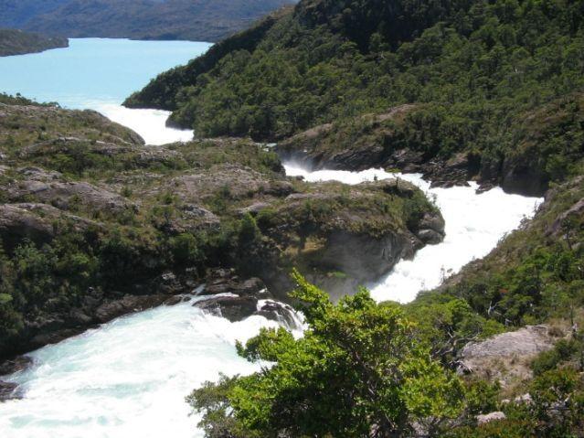Hidroaysen río entre montañas