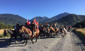 Con cabalgata urbana pobladores de Río Puelo rechazaron a Mediterráneo