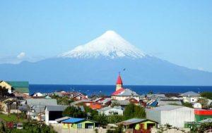 Alcaldes de Panguipulli y Llanquihue presentan demanda contra ESSAL por contaminación de lagos