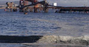 Más de 2 mil pescadores artesanales demandan a ESSBIO por contaminación del agua