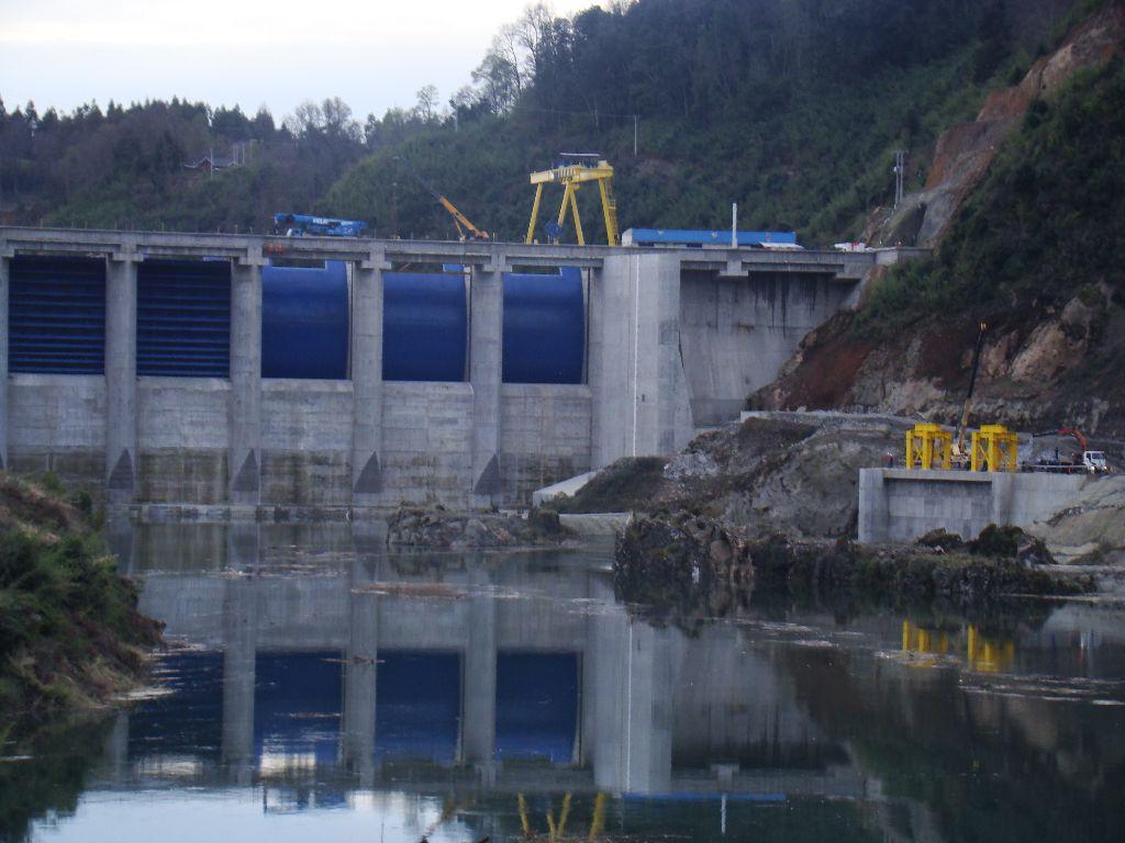 Central Hidroeléctrica Angostura: La influencia del poder económico por sobre el Estado.