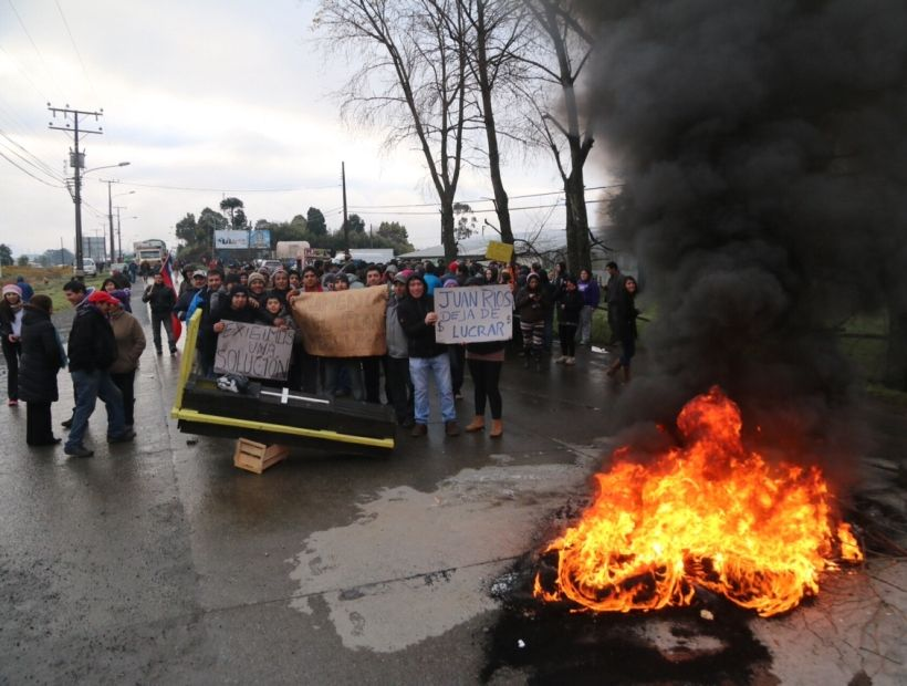 Vecinos toman ruta al aeropuerto El Tepual por contaminación de aguas