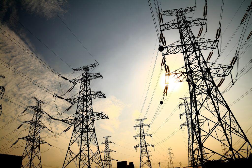 Sancionan a AES Gener y Colbún por contratos para evadir suministro eléctrico