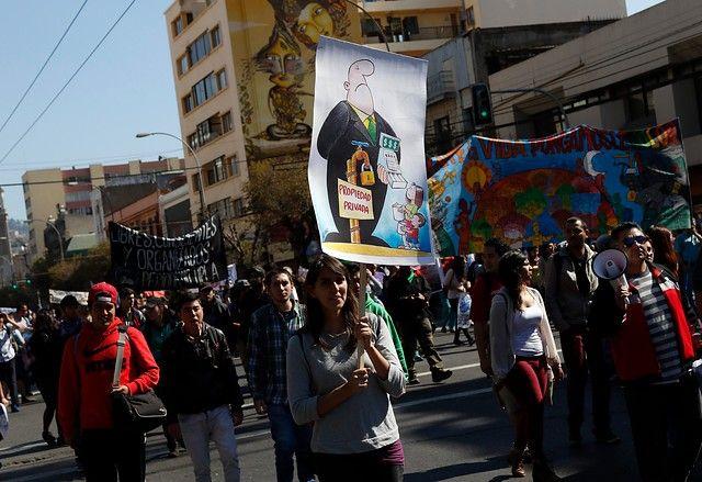 Cientos de personas marcharon por la Recuperación del Agua en Valparaíso