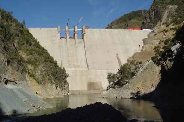 """Energía insiste en """"polos de desarrollo"""" que convertirían cuencas del centro a la Patagonia en """"zonas de sacrificio"""" hidroeléctrico"""