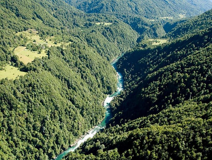 Ciudadanos de Cochamó se oponen a la solicitud de derechos de agua de hidroeléctrica Mediterráneo