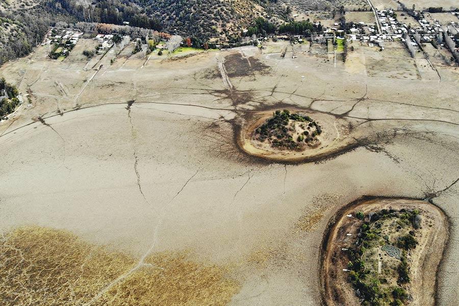 """El 84% de los chilenos dice que la disponibilidad de agua en el país es """"peor"""" que hace 10 años"""